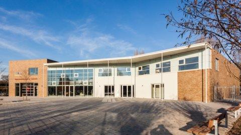 De Schakel- gebouw foto van rietvink